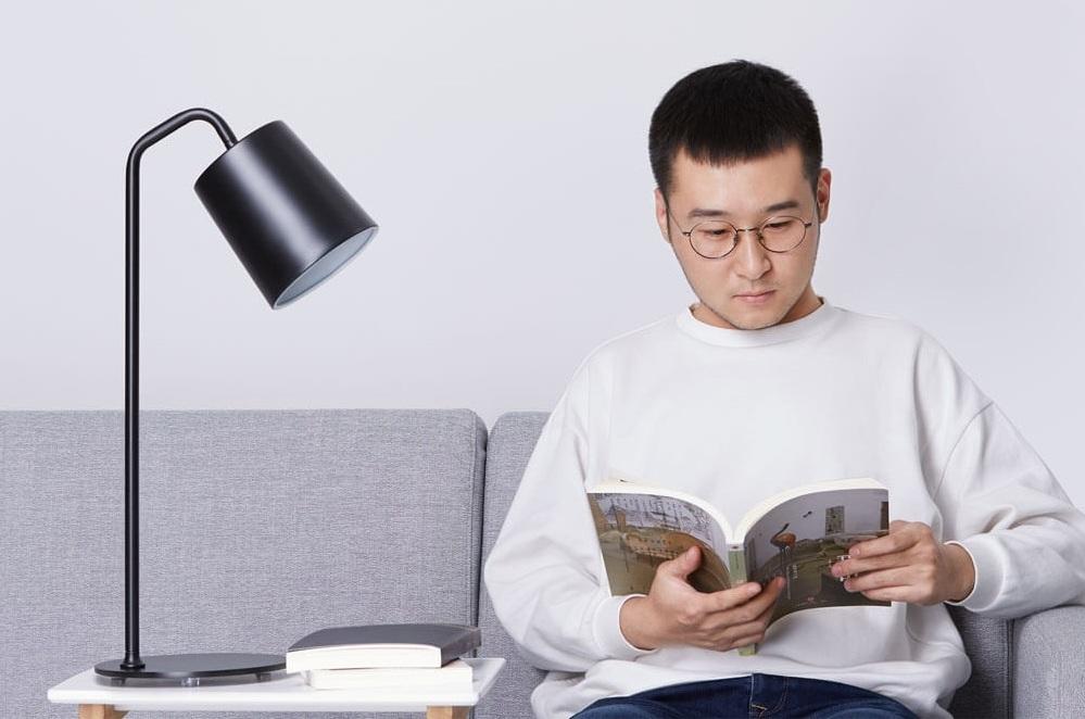 Настольная лампа Xiaomi Yeelight Minimalist E27 в работе